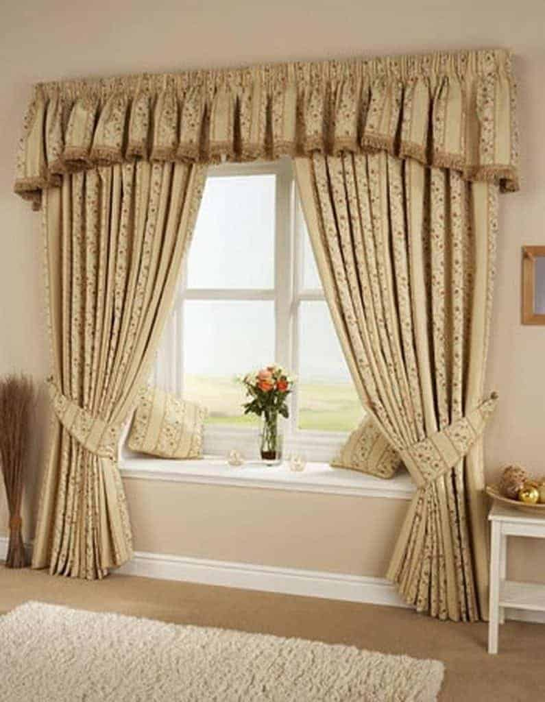 https://www.huisvlijt.com/wp-content/uploads/2014/11/brown-curtain-with-white-wood-open-window-and-vase-flower-in-the-middle-also-central-carpet.jpg